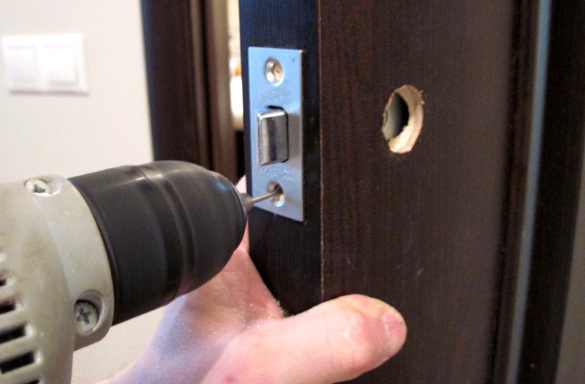 ремонт замка железной двери мастер