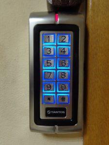замена кнопочного замка