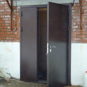 Ремонт входных дверей подъезда