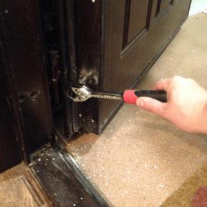 Ремонт петель входной двери