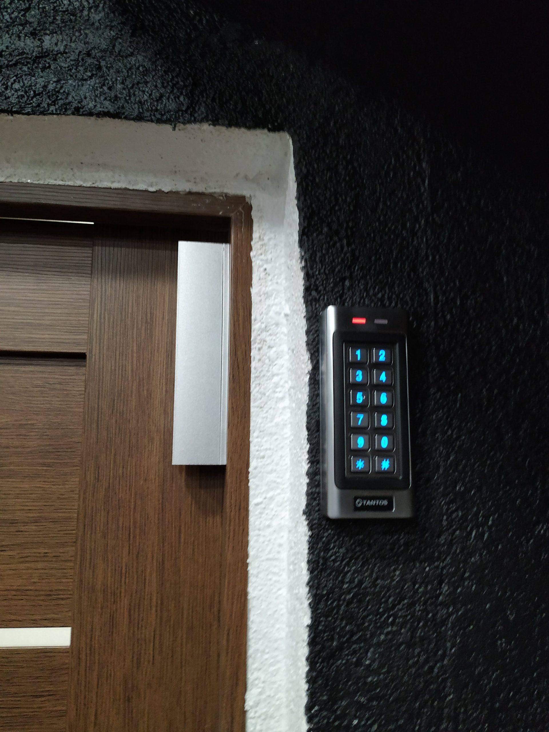 Установка комплекта магнитного замка Вход по кодовой панели г Химки Улица Совхозная дом 14